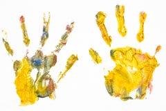 La fille de l'adolescence dessine sur une feuille blanche de peintures colorées multi photos libres de droits