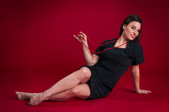 La fille de pin-up se trouve de retour Images stock