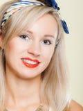 La fille de sourire de portrait avec des dents d'accolades se redressent, hygiène de dent Image stock