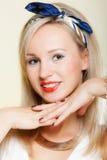 La fille de sourire de portrait avec des dents d'accolades se redressent, hygiène de dent Photo libre de droits
