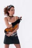 La fille de Steampunk avec les lunettes et le violon observe fermé Images stock
