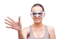 La fille de techno appuyant sur le bouton virtuel d'isolement sur le blanc Photos stock