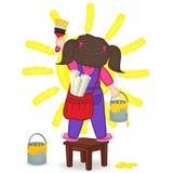 La fille dessine le soleil se tenant sur une chaise Images libres de droits