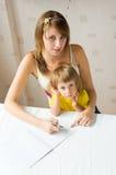 La fille dessine pour le chéri Images libres de droits