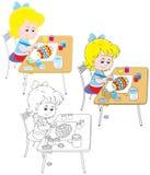 La fille dessine un oeuf de pâques