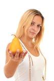 La fille donne une poire mûre Image libre de droits