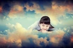 La fille en nuages Photographie stock