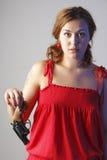 La fille en rouge a un canon photographie stock