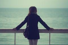 La fille et la mer Images libres de droits
