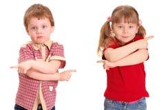 La fille et le garçon spécifient une voie Image libre de droits