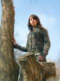 La fille et un arbre Images stock