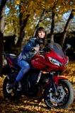 La fille et une moto Photo libre de droits