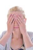 La fille ferme des mains de yeux Photo libre de droits