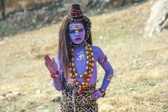 La fille habillée comme Shiwa prie pour Photographie stock libre de droits