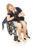 La fille handicapée soulage le crabot Photos libres de droits