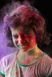 La fille indienne joue le holi Photo stock
