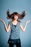 La fille jouant avec le cheveu Photo stock