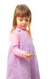 la fille lui remettent le smth de litle de fixation Photographie stock libre de droits