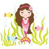 La fille mignonne de sirène apprécie le temps dans la bande dessinée de l'eau, la carte postale d'enfant, le papier peint, et la  illustration libre de droits