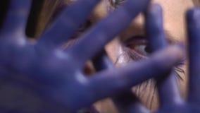 La fille mystique avec un troisième oeil ouvert se déplace la danse banque de vidéos