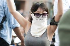 La fille non identifiée à occupent la marche de protestataires de LA Photos stock