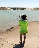 La fille pêche pour l'amorce Image libre de droits