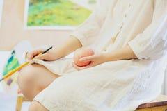 La fille paintting Photographie stock libre de droits