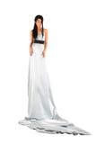 La fille portant la longue robe argentée regarde mystérieusement photo stock