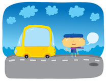 La fille près au véhicule jaune Photos libres de droits
