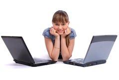 La fille près de deux ordinateurs portatifs Photographie stock