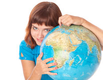 La fille red-haired avec le globe Image stock