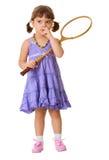La fille sélectionne son nez, au lieu de jouer au badminton Images stock