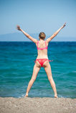 La fille sautant à la plage Photos libres de droits