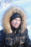 La fille se réjouissent à l'hiver venu Image stock