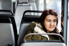 La fille sur le bus Images stock