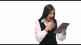 La fille sur le comprimé verra le gain, le taux de croissance, il est une victoire clips vidéos