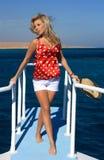 La fille sur le yacht Photo stock