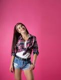 La fille sur un fond rose Photos stock