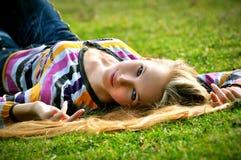 La fille sur une herbe Photographie stock