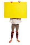 La fille tient le bouclier avant son visage Image libre de droits