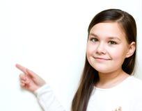 La fille tient son visage dans l'étonnement Photo stock