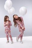 La fille vêtx la petite mode d'anniversaire de ballonnets de collection Photo libre de droits