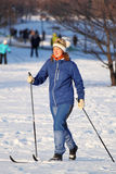 La fille va skier Images stock