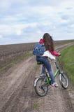 La fille va sur une bicyclette Image stock