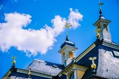 La fin du toit du palais baroque Pillnitz est située près de Dresde sur la rivière Elbe, Saxe, Allemagne photo libre de droits