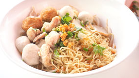 La fine asiatica asciutta dell'alimento della tagliatella dell'uovo su vede il dettaglio Immagini Stock Libere da Diritti