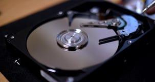 La fine aumenta di un disco rigido aperto del computer archivi video