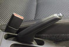 La fine su del fermaglio del freno di mano e della cintura di sicurezza Fotografia Stock Libera da Diritti