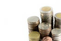 La fine sulla pasta delle monete d'argento è nella linea come disciplina fotografia stock libera da diritti