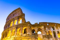 La fine sulla vista di Colosseum a Roma, Italia fotografie stock libere da diritti